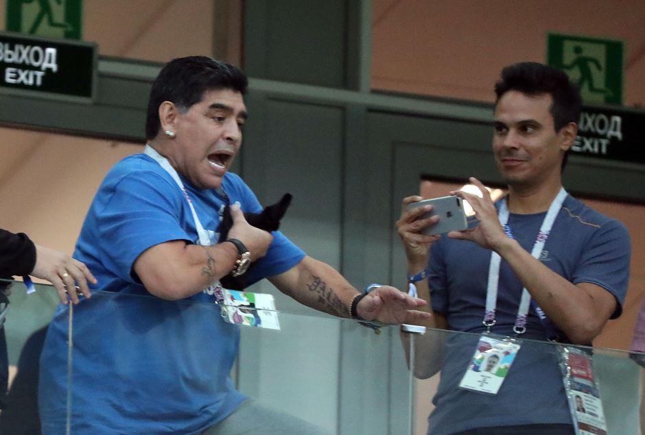 Maradona grita, reza y...
