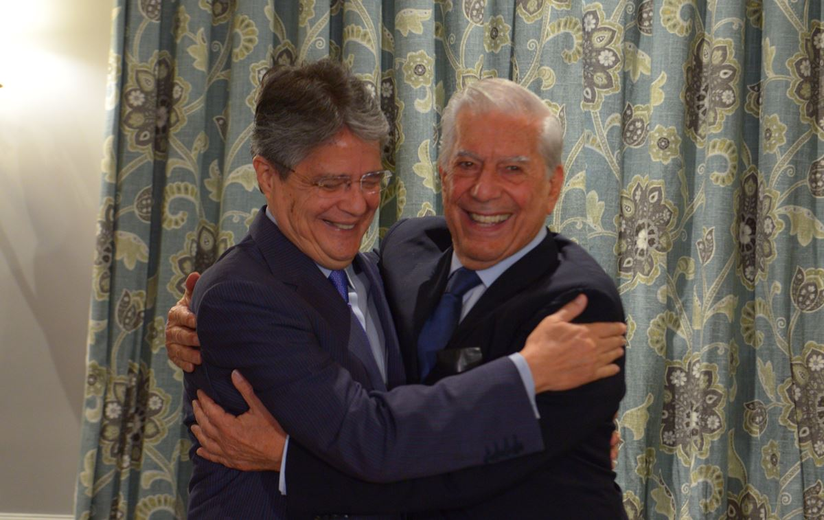Vargas Llosa: «La democracia corrupta permite confusiones como el chavismo»