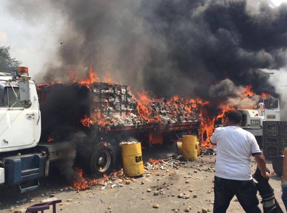 camiones incendiados