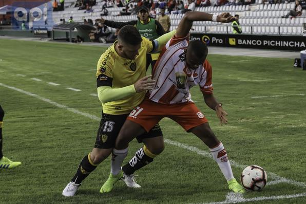 Técnico Universitario vs Fuerza Amarilla