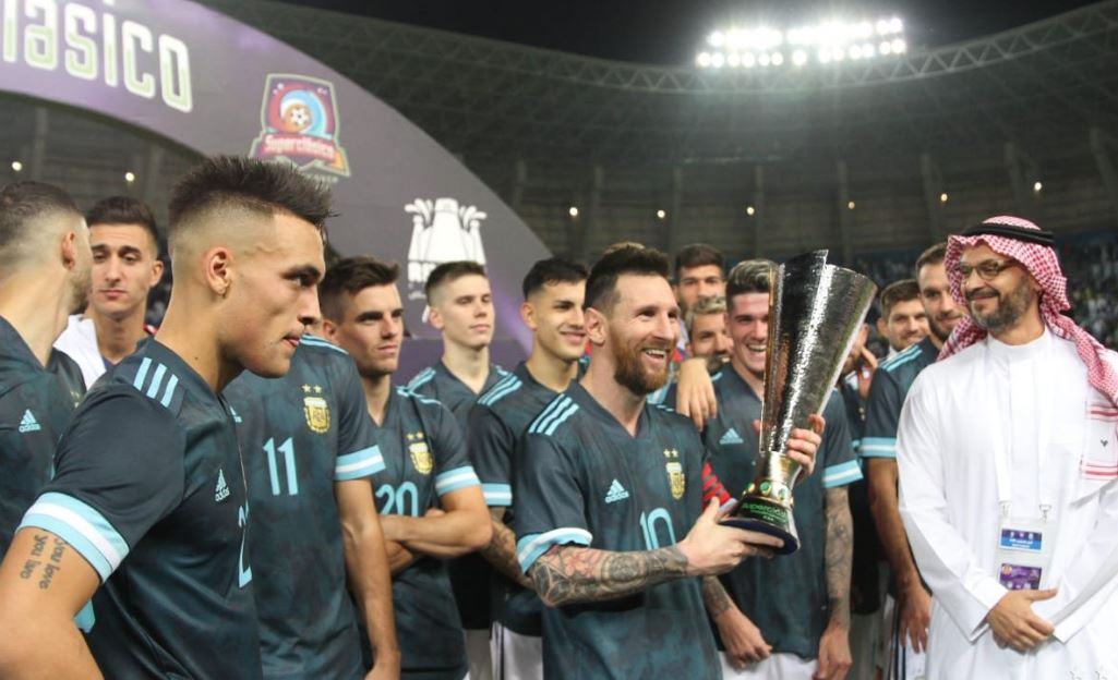 Messi sonrie