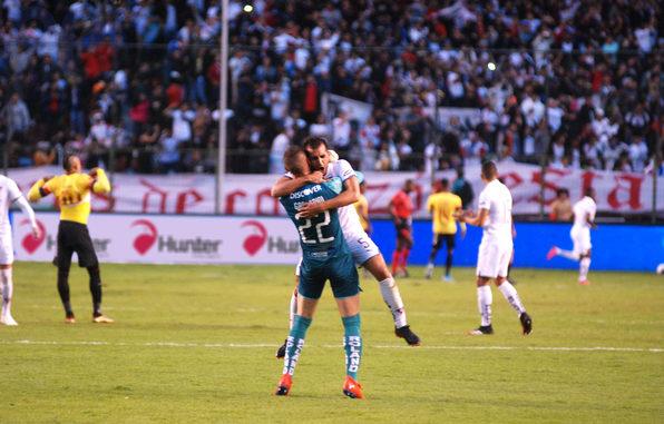 Liga de Quito vence a Barcelona SC, 2-1 | La República EC