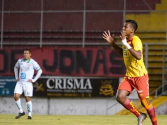 Tremenda goleada del Aucas 4 -1 a Liga de Portoviejo