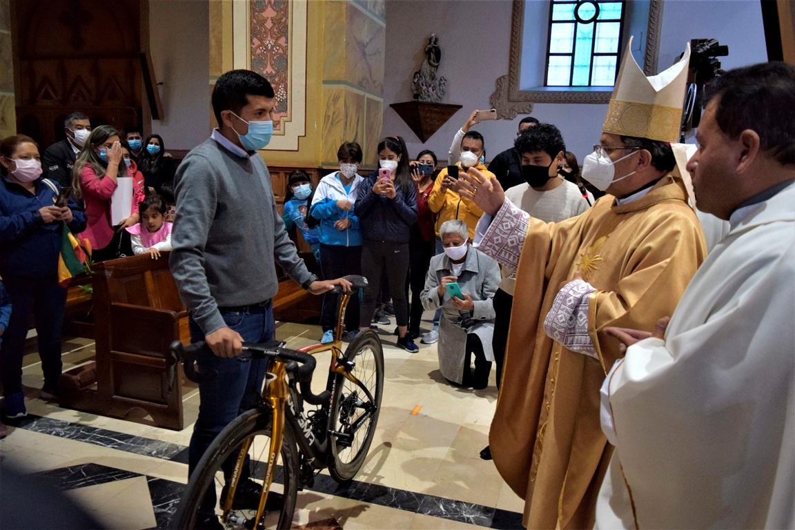 Bendición papal a Richard Carapaz